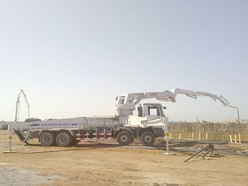 ประเทศจีน 8x4 Concrete Pump Trucks 47m Isuzu Rz-Shaped Boom Truck 287kW ผู้ผลิต
